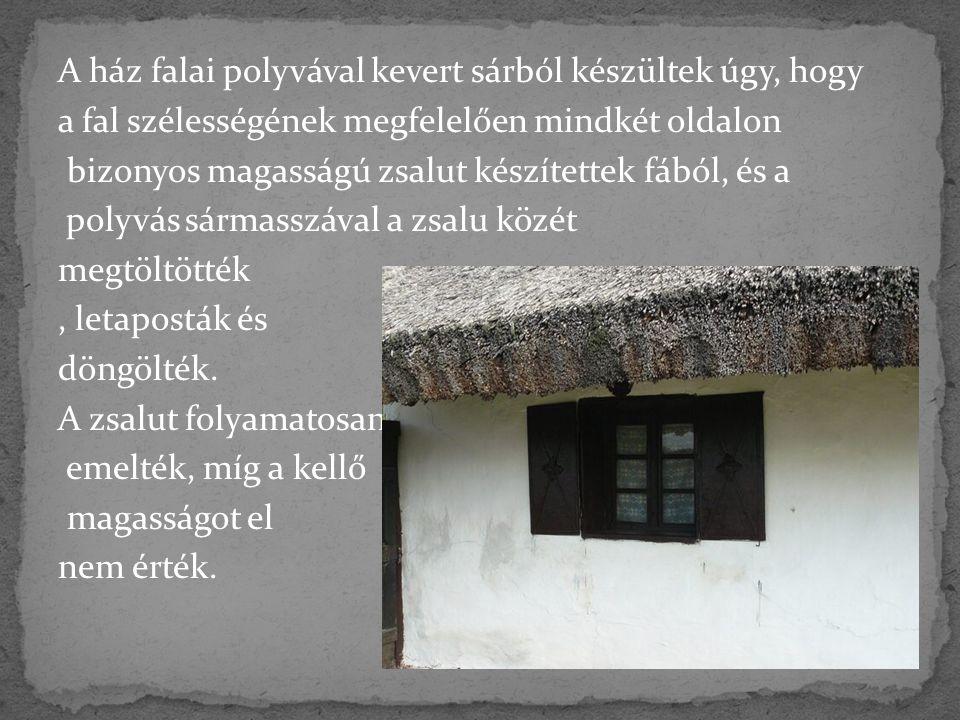 A ház falai polyvával kevert sárból készültek úgy, hogy a fal szélességének megfelelően mindkét oldalon bizonyos magasságú zsalut készítettek fából, é