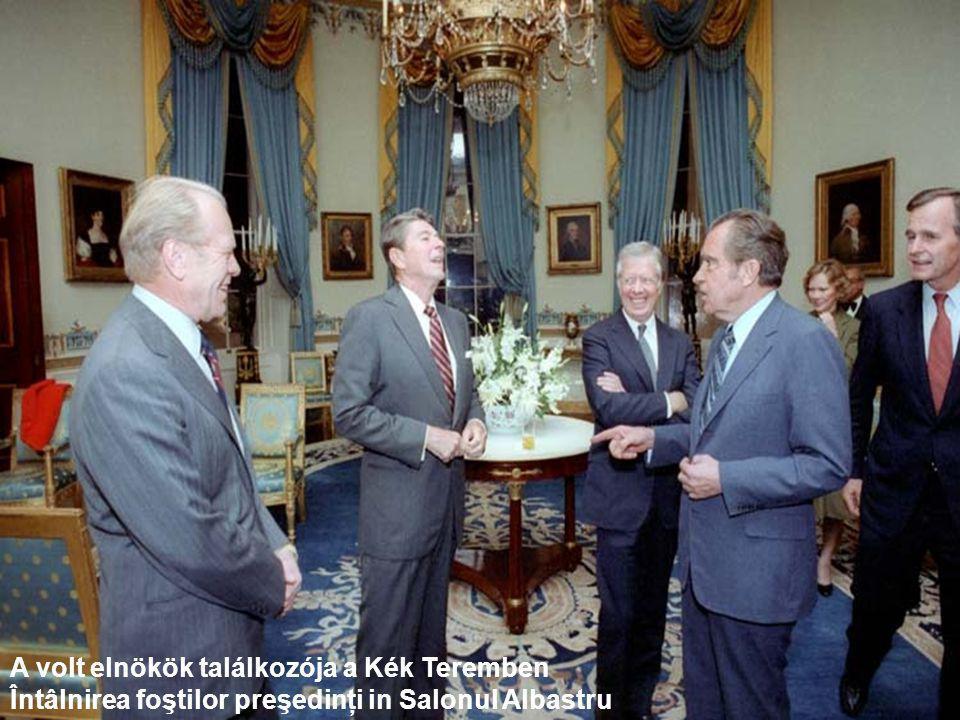 Elnöki íróasztal – Masa de birou prezindenţială