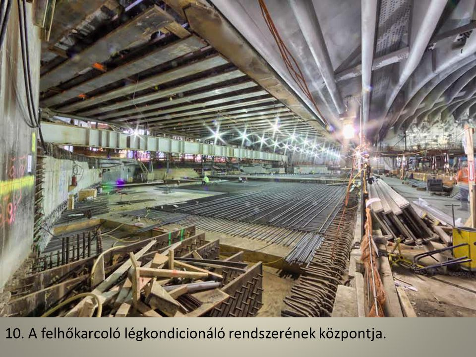 09. A több száz méteres magasságban dolgozó munkásoknak erős idegek kellenek az ablakok beszereléséhez.