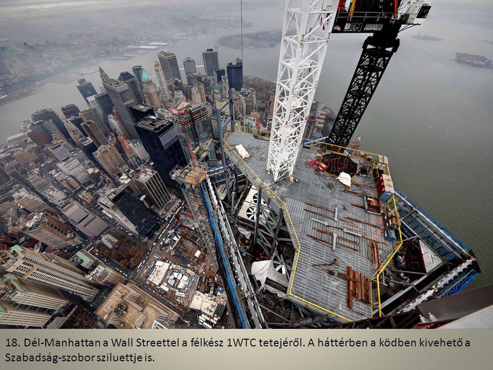 17. 2012. december, a csúcsdísz egyik darabját emelik fel a felhőkarcoló tetejére.