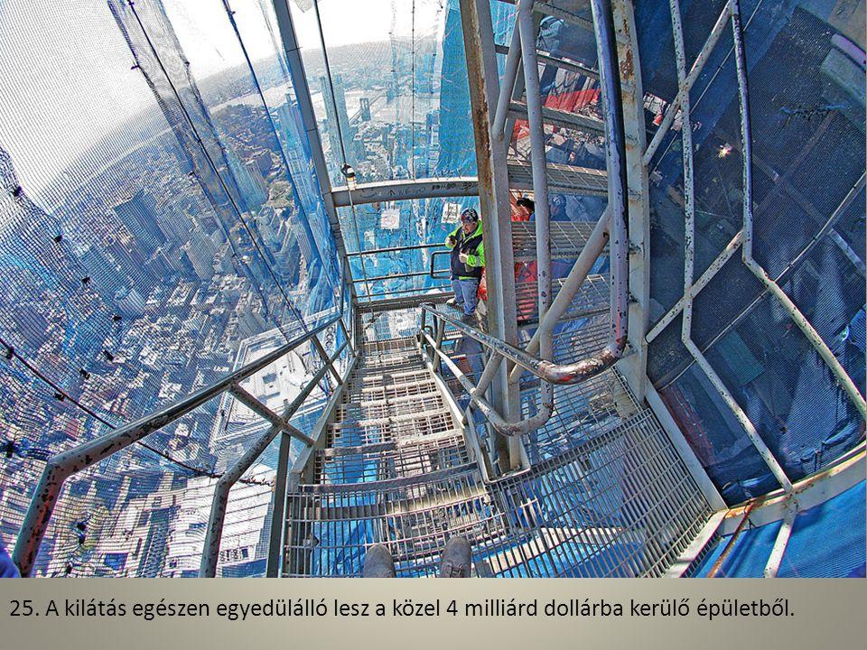 24. Az egyik tartóelemet emelik fel az építkezés szintjére a sok százból.