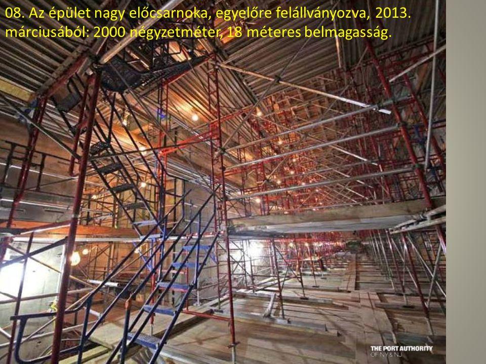07. A 90. és 100. emelet között tart a fényvisszaverő ablakok beépítése.