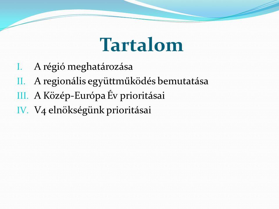 Tartalom I. A régió meghatározása II. A regionális együttműködés bemutatása III. A Közép-Európa Év prioritásai IV. V4 elnökségünk prioritásai