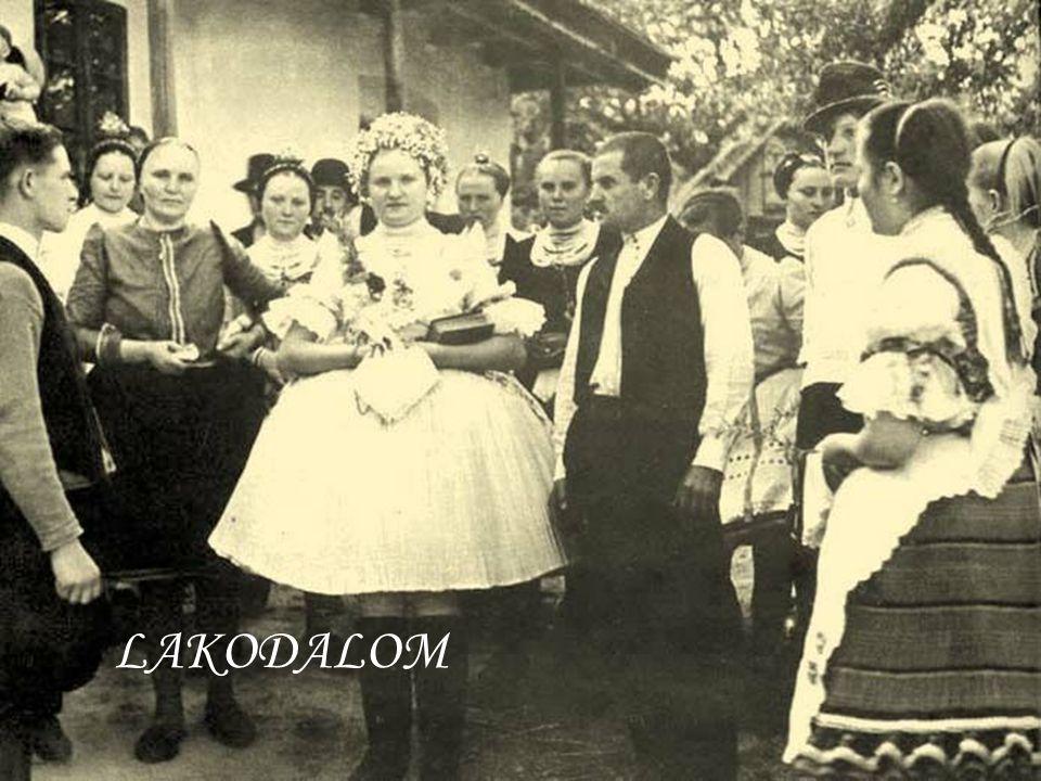 Menyasszonyi felvetett ágy 1947.-ből.