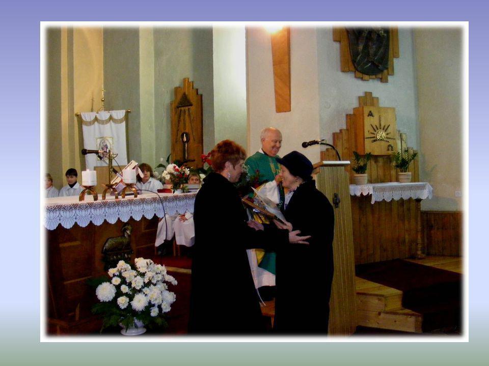 Szent Erzsébet Emléklap átadása Bene Sándornénak 2007. november 18-án a vasárnapi szentmisén