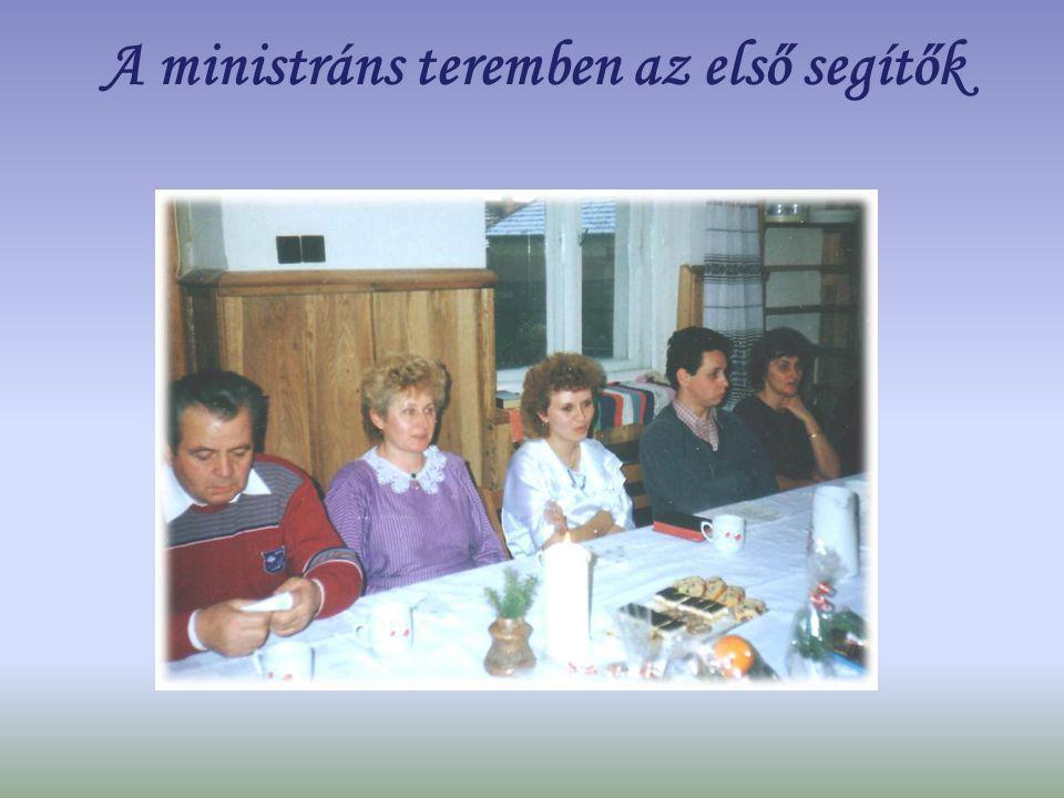 A ministráns teremben az első segítők