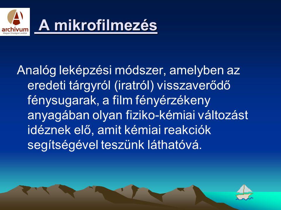 A mikrofilmezés A mikrofilmezés Analóg leképzési módszer, amelyben az eredeti tárgyról (iratról) visszaverődő fénysugarak, a film fényérzékeny anyagáb