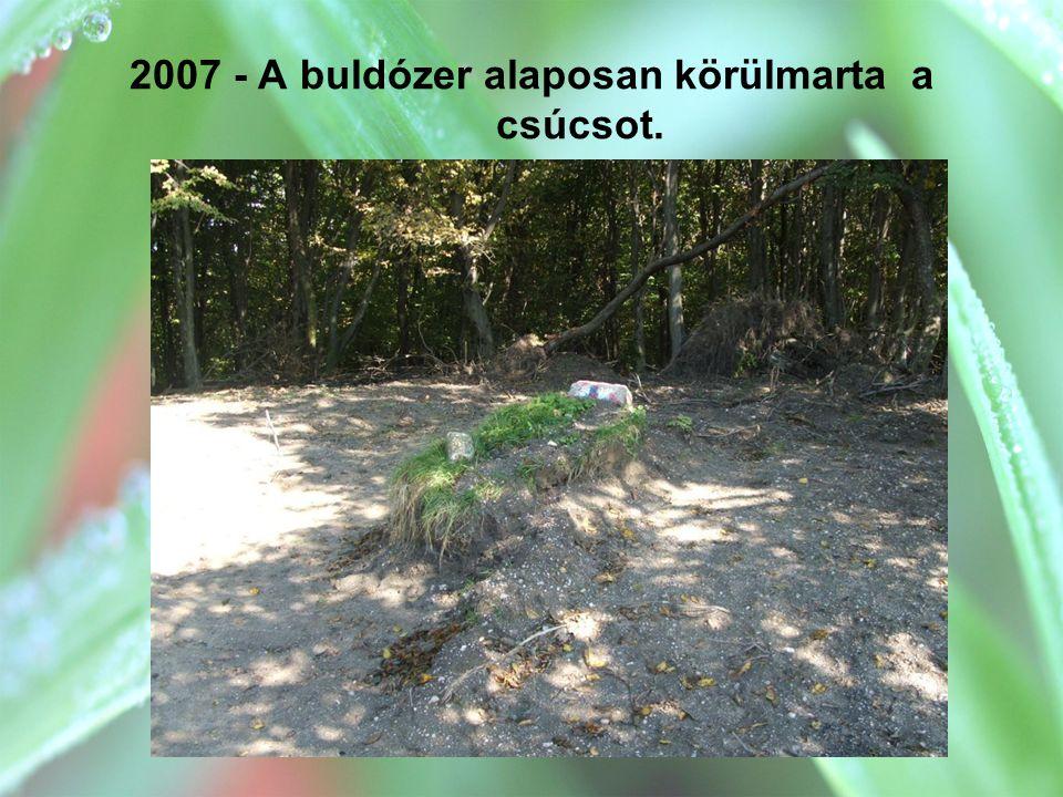 2007 - A buldózer alaposan körülmarta a csúcsot.