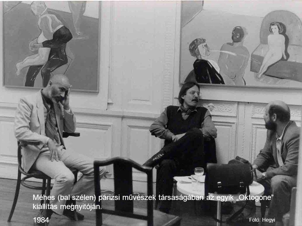 """Méhes (bal szélen) párizsi művészek társaságában az egyik """"Oktogone"""" kiállítás megnyitóján. 1984 Fotó: Hegyi"""