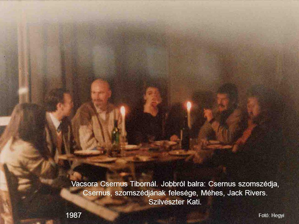 Vacsora Csernus Tibornál. Jobbról balra: Csernus szomszédja, Csernus, szomszédjának felesége, Méhes, Jack Rivers. Szilveszter Kati. 1987 Fotó: Hegyi