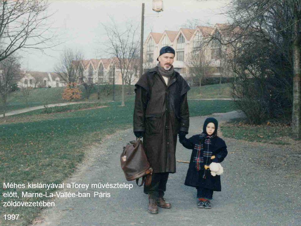 Méhes kislányával aTorey művésztelep előtt, Marne-La-Vallée-ban Páris zöldövezetében 1997