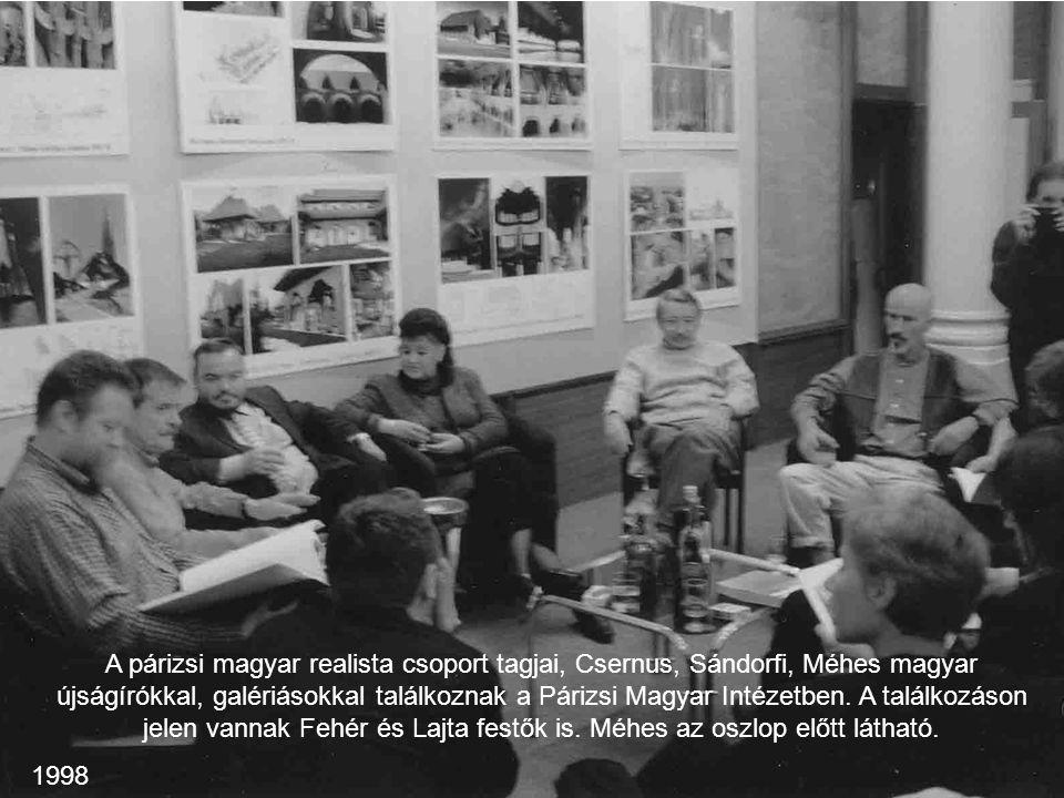 A párizsi magyar realista csoport tagjai, Csernus, Sándorfi, Méhes magyar újságírókkal, galériásokkal találkoznak a Párizsi Magyar Intézetben. A talál