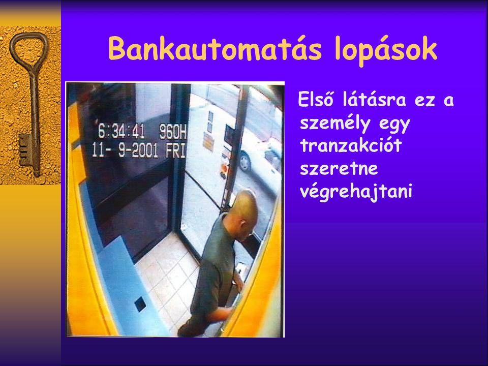  De tulajdonképpen egy csapdát helyez az automatába hogy megszerezze a következő ügyfél bankkártyáját.