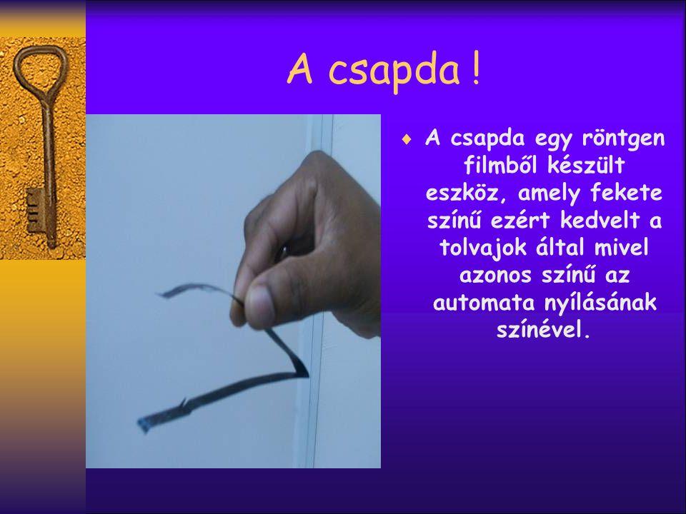 A csapda elhelyezése  A csapda a kártya olvasó nyílásba van helyezve.
