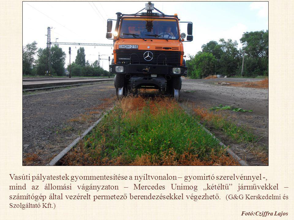 """Vasúti pályatestek gyommentesítése a nyíltvonalon – gyomirtó szerelvénnyel -, mind az állomási vágányzaton – Mercedes Unimog """"kétéltű"""" járművekkel – s"""
