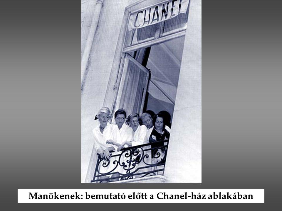 Manökenek: bemutató előtt a Chanel-ház ablakában