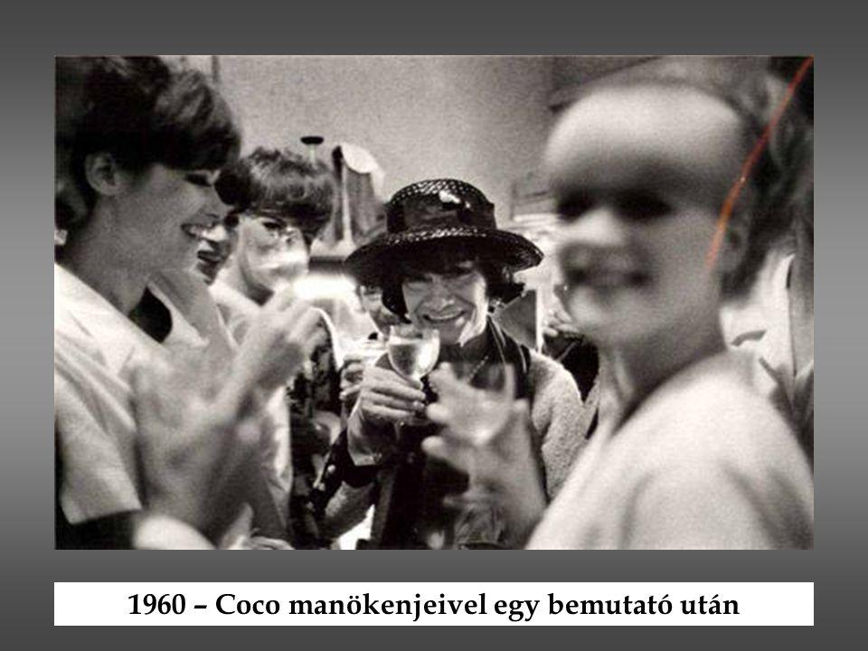 1960 – Coco manökenjeivel egy bemutató után