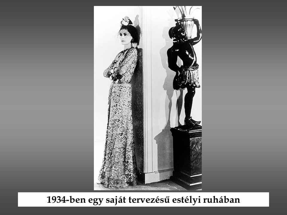 1934-ben egy saját tervezésű estélyi ruhában