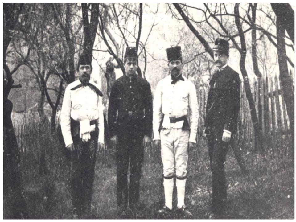 Új magyar díszegyenruhák: • 1949-ben a bányaipar nagyarányú fejlesztése során merült fel újra egy egységes bányász-egyenruha kialakítása, amelyet egy 1952-ből származó belügyminisztériumi rendelkezés engedélyezett.