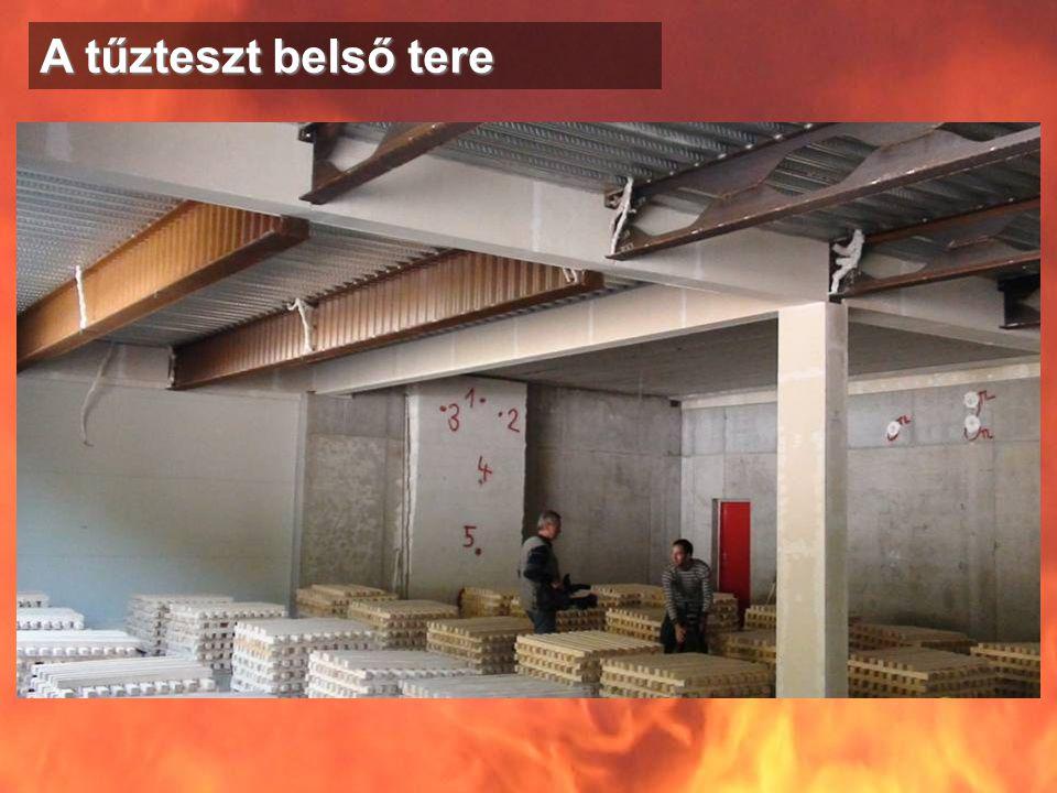Észrevételek •A tűz lefolyását az ablaknyílások okozta légáramlások jelentősen befolyásolták •Jól érzékelhettük az erősnek tartott vasbeton szerkezet gyengeségét •Az Ytong falazat (ha az volt) jól vizsgázott, (szemmel vizsgálva) •A túlméretezett védelem nélküli acéltartó meglepően ellenállt a tűznek •A kőzetgyapot falpanelek jól szerepeltek •Rendkívül fontos a szerkezetek kapcsolata, hiszen a leszakadó tartó, az összeépítés miatt letépte a kereszttartót, amelynek következtében leszakadt a szintén arra támaszkodó monolit vasbeton födémrész •A Rockwool szigetelő és Promat lemez együttes acélvédelme jól vizsgázott, úgy tűnt, hogy semmilyen sérülést nem szenvedtek a tűztől közvetlenül •Egy épület tervezésénél, kivitelezésénél maximális elvárás, hogy annak minden eleme a szükséges és megfelelő tűzvédelmi paraméterekkel bírjon, mert egy gyenge láncszem a teljes összeomláshoz vezethet