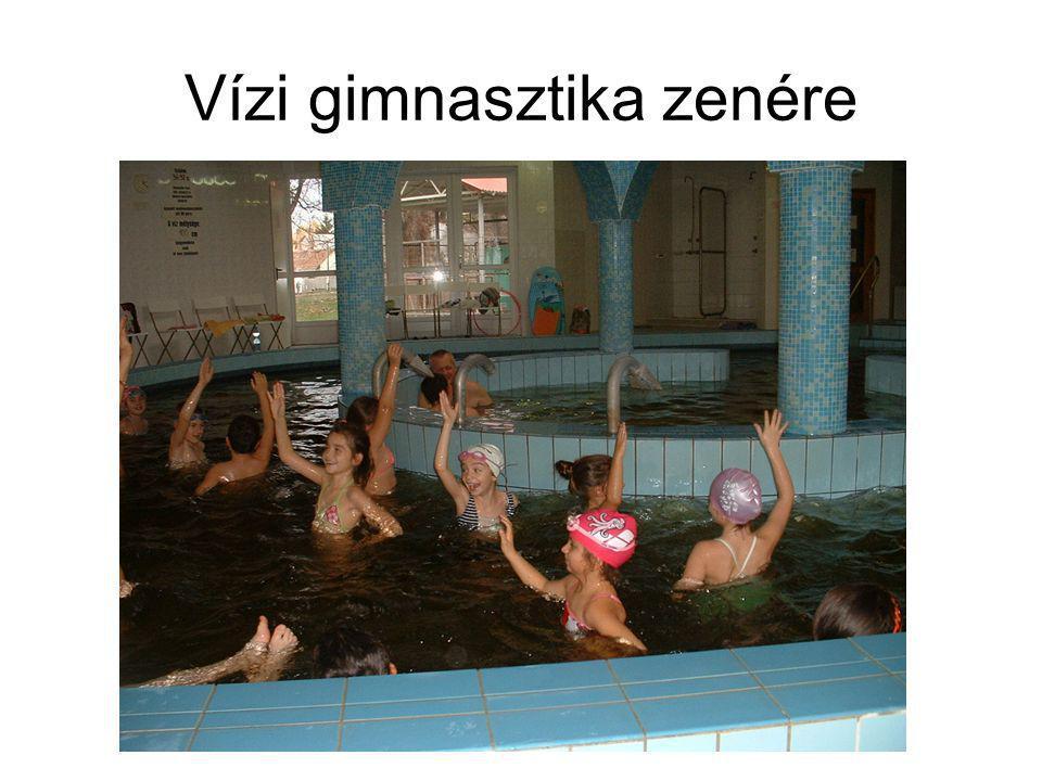 Vízi gimnasztika zenére