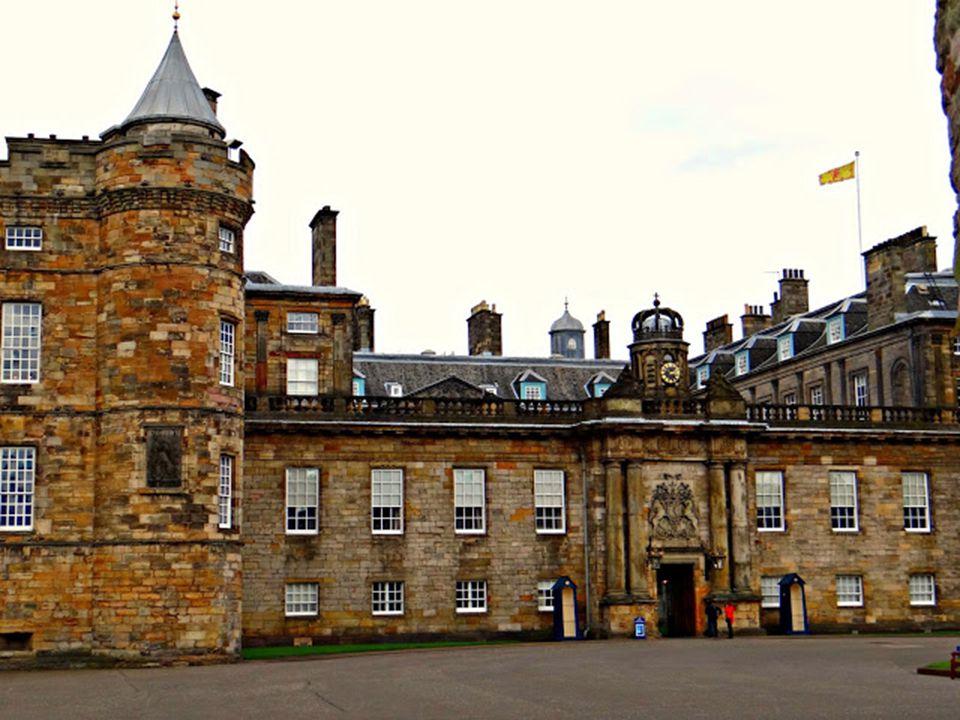 A palotát abból az alkalomból építettek, hogy a polgári forradalom elől elmenekülő II. Károly, Oliver Cromwell halála után, 1660-ban visszatért a trón