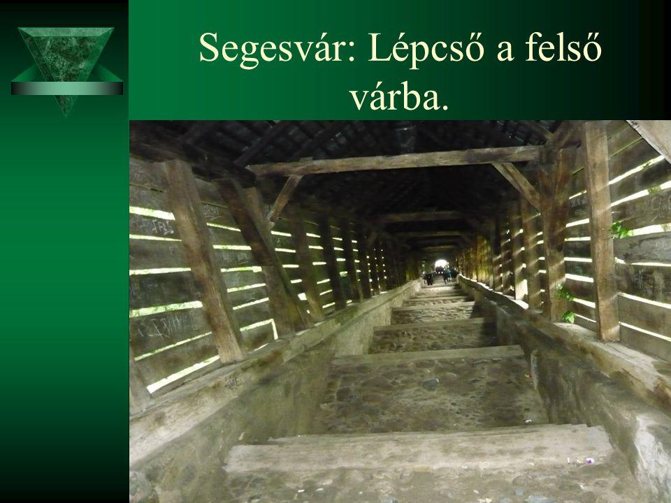 Segesvár: Lépcső a felső várba.
