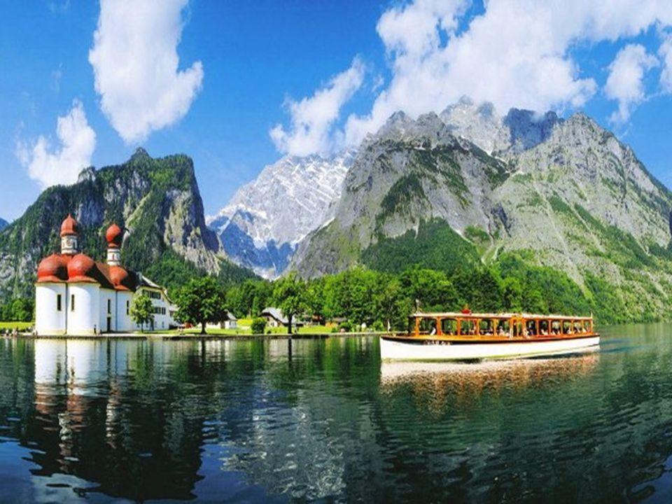SZENT BARTOLOMEI TEMPLOM Berchtesgaden Bajorországhoz csatolása óta (1810-tól) a Kőnigsee tavon, Hirschau félszigeten áll a bajor királyok vadászkastélya.