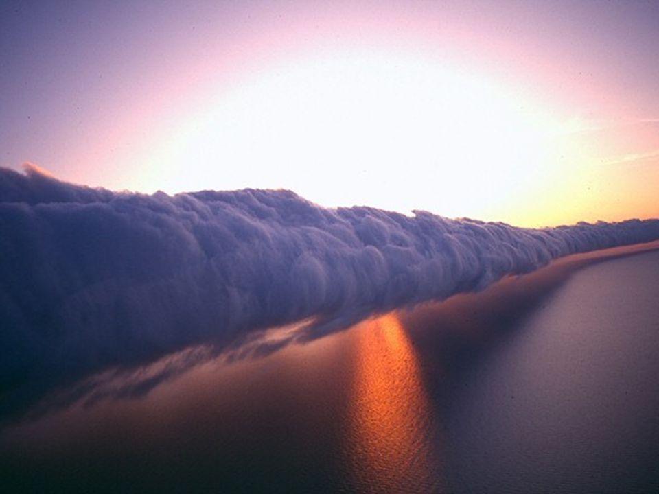 A Carpentaria öbölben, Észak- Ausztráliában, szeptember és november között egy páratlan szépségű természeti jelenség látható: a reggeli kötélfelhők.