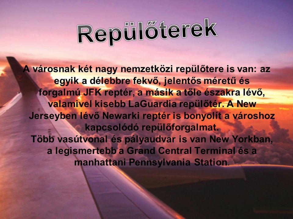A városnak két nagy nemzetközi repülőtere is van: az egyik a délebbre fekvő, jelentős méretű és forgalmú JFK reptér, a másik a tőle északra lévő, valamivel kisebb LaGuardia repülőtér.