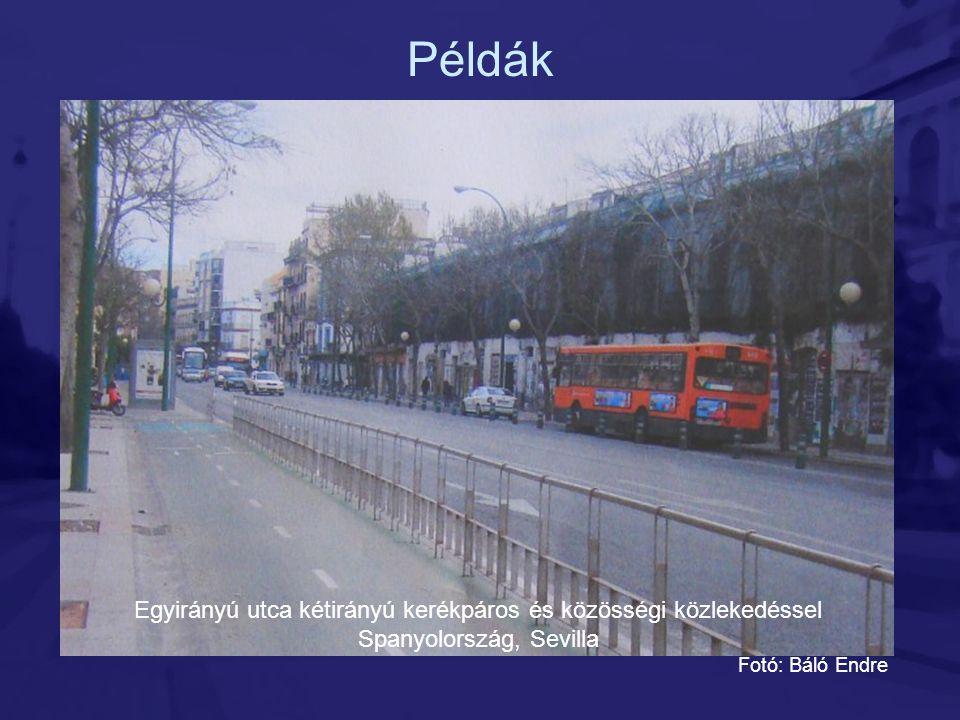 Példák Egyirányú utca kétirányú kerékpáros és közösségi közlekedéssel Spanyolország, Sevilla Fotó: Báló Endre
