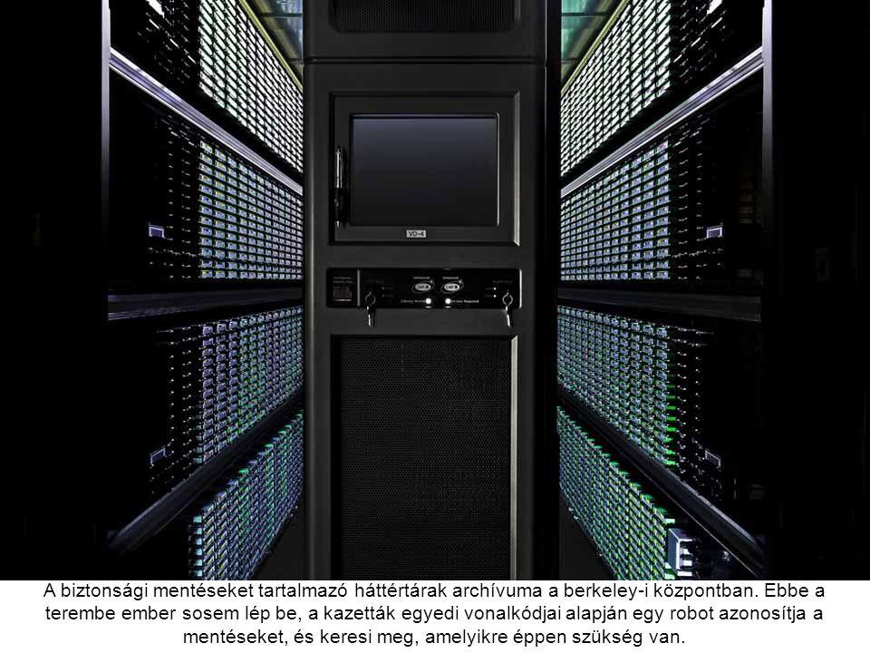 Routerek és switchek az iowai adatközpontban, ezek a gépek teszik lehetővé a kommunikációt a Google adatcenterei között.
