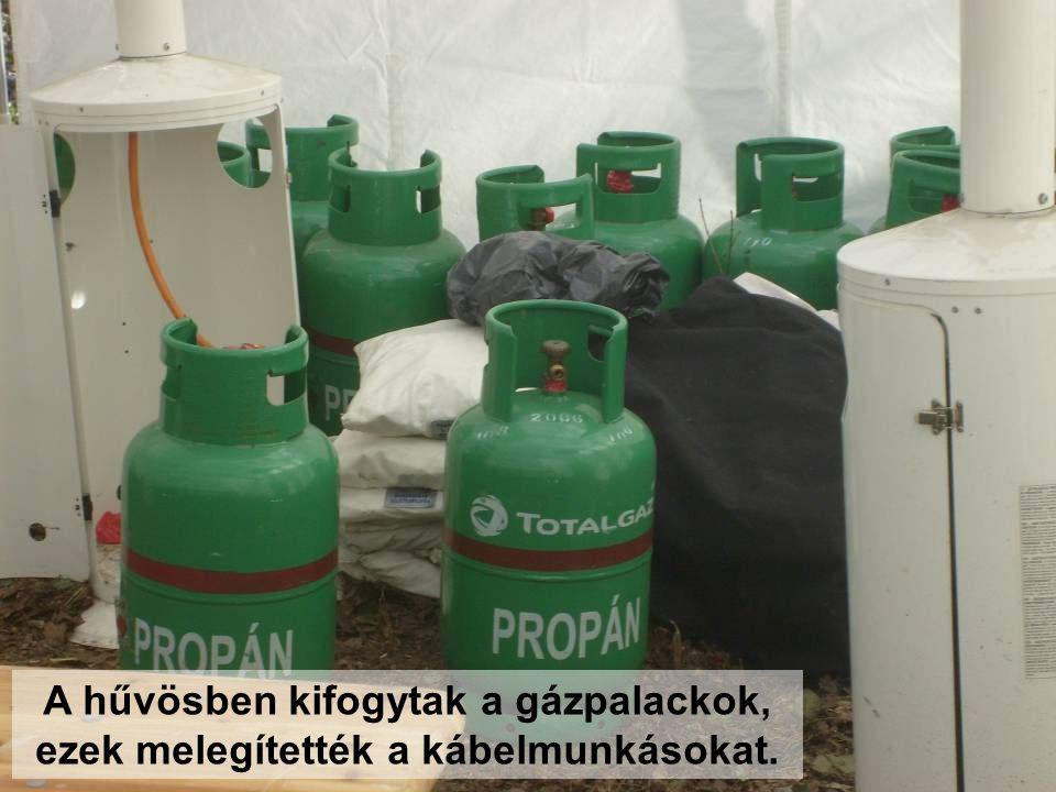 A hűvösben kifogytak a gázpalackok, ezek melegítették a kábelmunkásokat.
