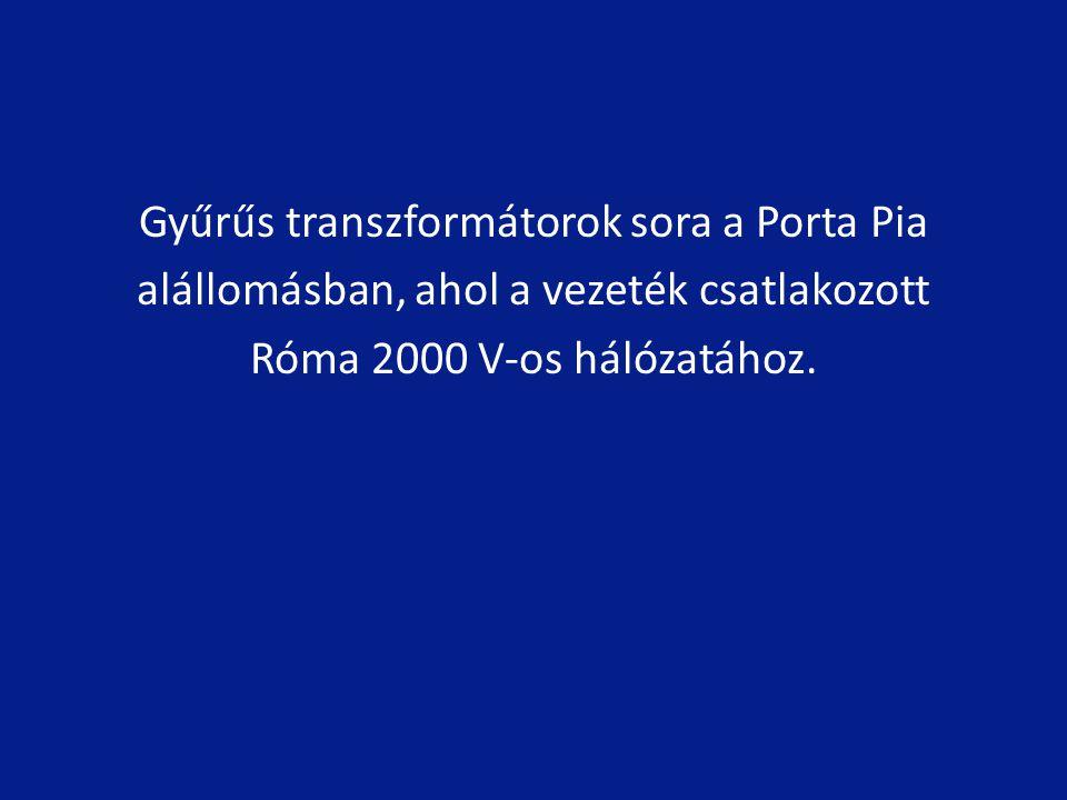 Gyűrűs transzformátorok sora a Porta Pia alállomásban, ahol a vezeték csatlakozott Róma 2000 V-os hálózatához.