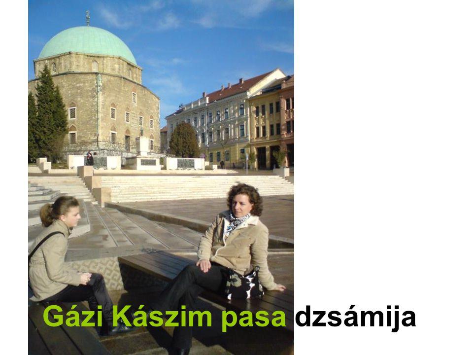 Pécs, török kút Kálvária u.23. sz. ház falában, egyszerű kőkeretben.