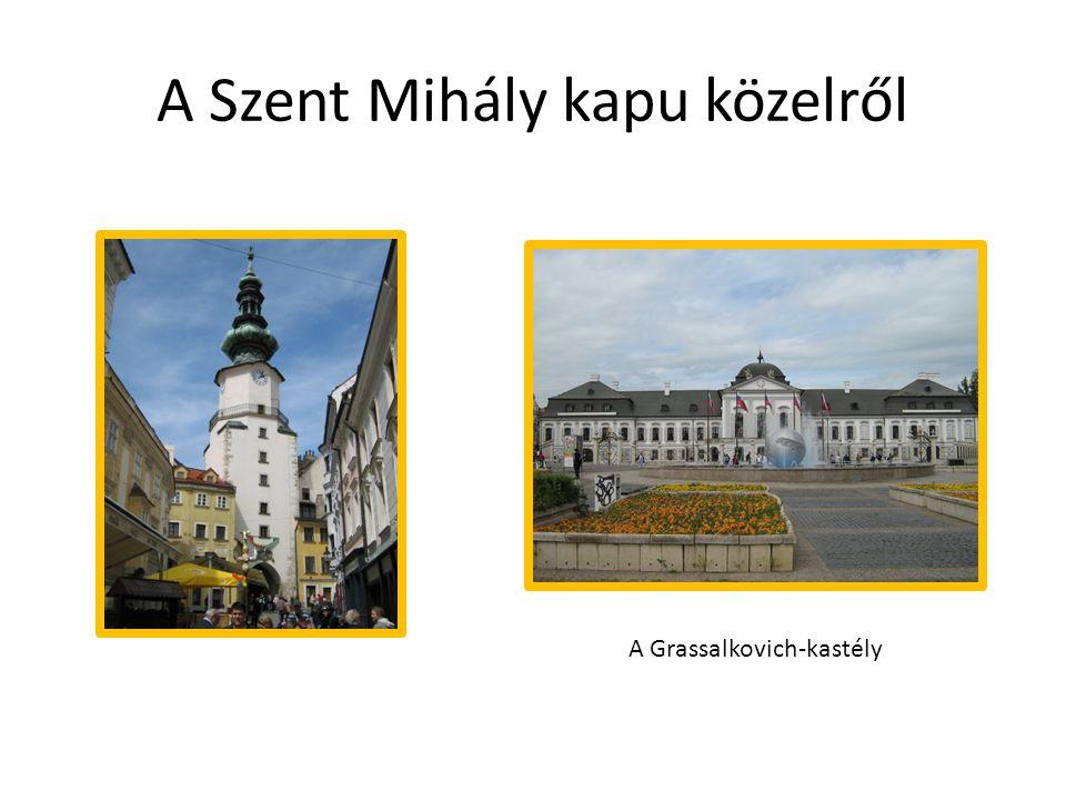 A Szent Mihály kapu közelről A Grassalkovich-kastély