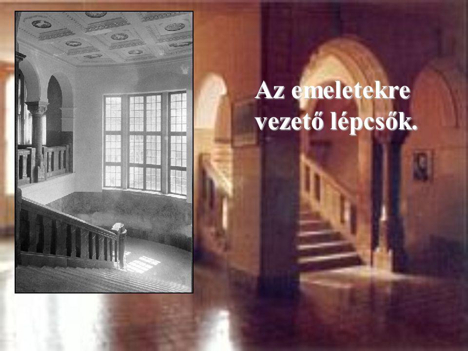 Az emeletekre vezető lépcsők.