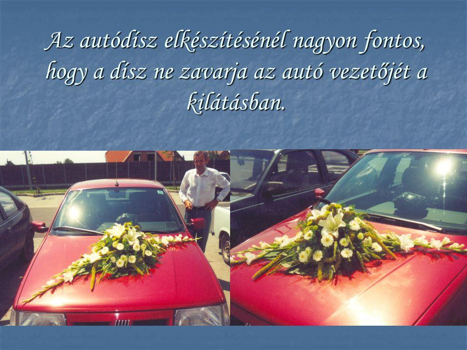 Az autódísz elkészítésénél nagyon fontos, hogy a dísz ne zavarja az autó vezetőjét a kilátásban.