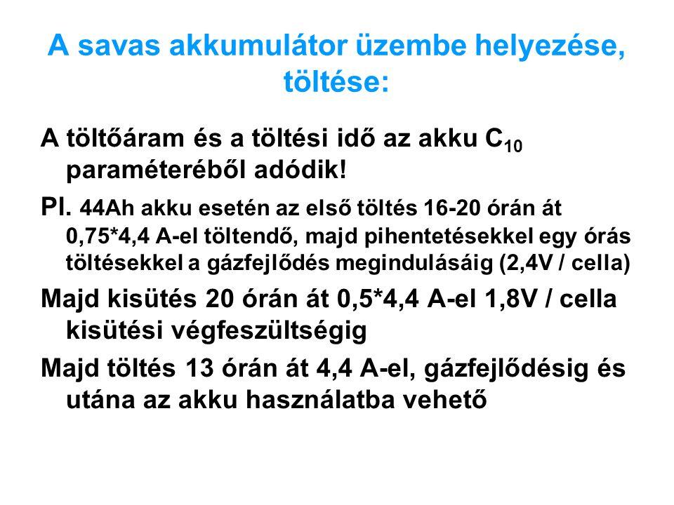 A savas akkumulátor üzembe helyezése, töltése: A töltőáram és a töltési idő az akku C 10 paraméteréből adódik! Pl. 44Ah akku esetén az első töltés 16-