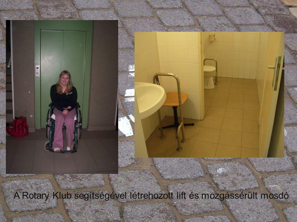A Rotary Klub segítségével létrehozott lift és mozgássérült mosdó