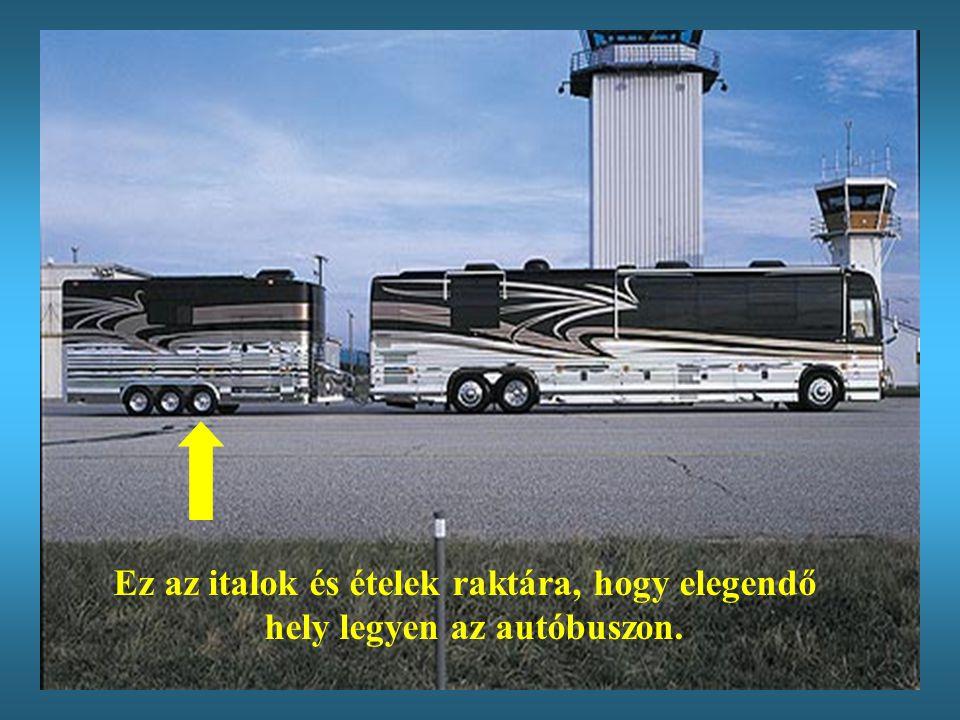 Útközben a kikötőig kaviárral és pezsgővel fogjuk Önöket elkényeztetni fogjuk Önöket elkényeztetni az autóbuszon.