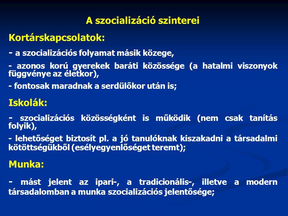 A szocializáció szinterei Kortárskapcsolatok: - a szocializációs folyamat másik közege, - azonos korú gyerekek baráti közössége (a hatalmi viszonyok f