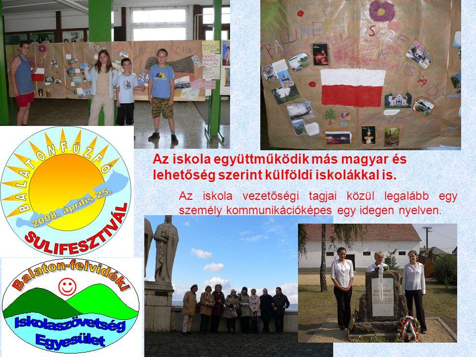 Az iskola együttműködik más magyar és lehetőség szerint külföldi iskolákkal is. Az iskola vezetőségi tagjai közül legalább egy személy kommunikációkép