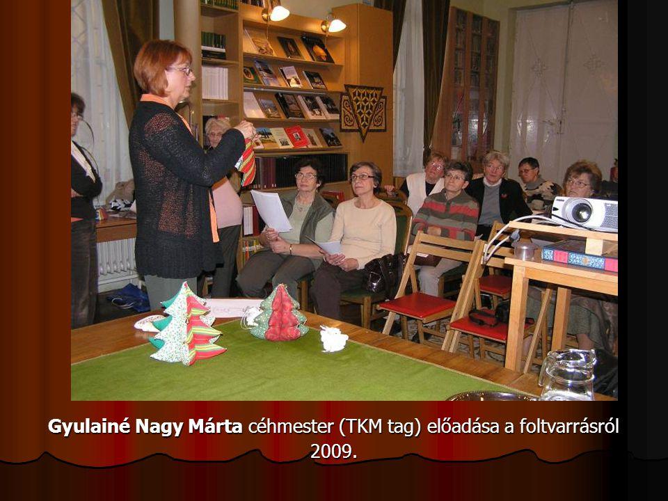 Gyulainé Nagy Márta céhmester (TKM tag) előadása a foltvarrásról 2009.