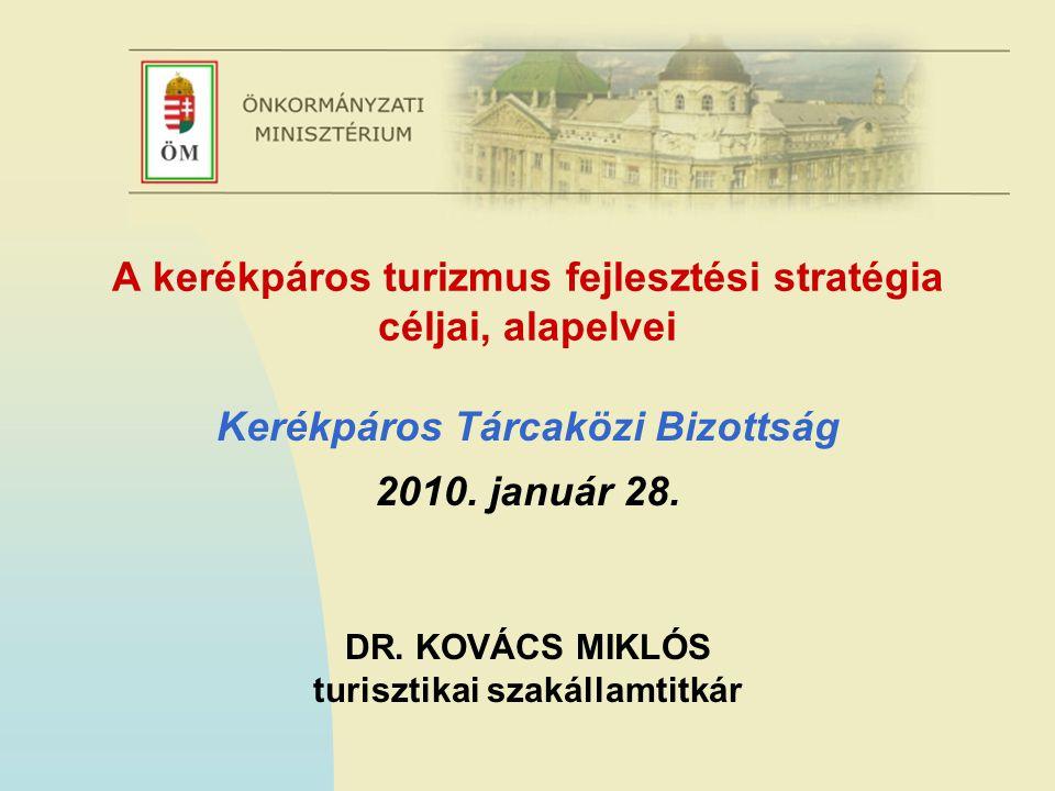 A stratégiakészítés előzményei  ÖM Turisztikai Szakállamtitkársága a turizmus fejlesztési irányait 2013-ig meghatározó Nemzeti turizmusfejlesztési stratégiában (NTS) meghatározott feladatok alapján felhívást tett közzé a Kerékpáros turizmus fejlesztési stratégia készítésére  A megbízás célja: a Nemzeti turizmusfejlesztési stratégiával és az Új Magyarország Fejlesztési Tervvel mind tartalmi, mind időbeli összhangban lévő kerékpáros turizmus fejlesztési stratégia és a kiíróval egyeztetett intézkedési terv kidolgozása az ország egészére vonatkozóan a kereslet és kínálat helyzetének, várható alakulásának, valamint a nemzetközi trendek vizsgálata alapján.