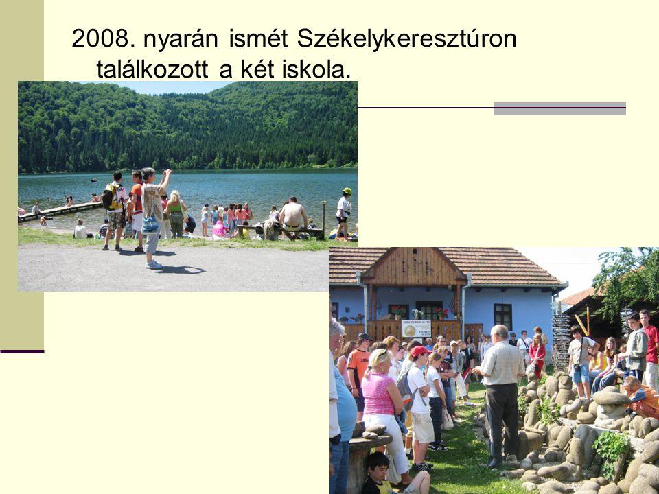 2008. nyarán ismét Székelykeresztúron találkozott a két iskola.