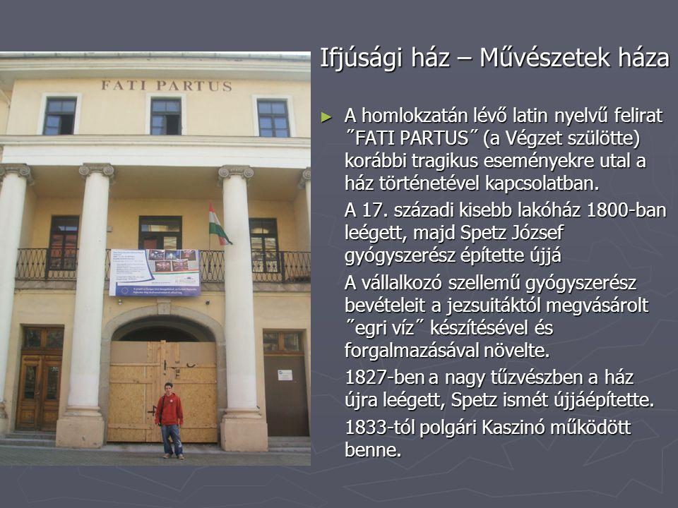 Ifjúsági ház – Művészetek háza ► A homlokzatán lévő latin nyelvű felirat ˝FATI PARTUS˝ (a Végzet szülötte) korábbi tragikus eseményekre utal a ház történetével kapcsolatban.