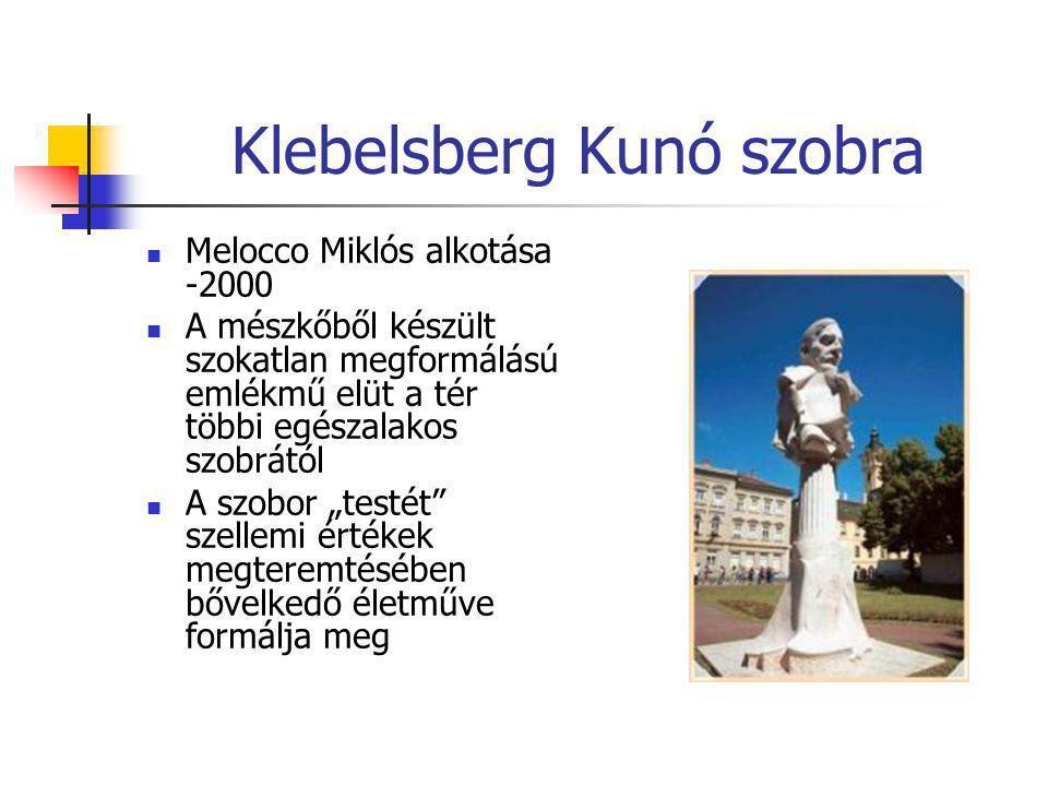Klebelsberg Kunó szobra  Melocco Miklós alkotása -2000  A mészkőből készült szokatlan megformálású emlékmű elüt a tér többi egészalakos szobrától 