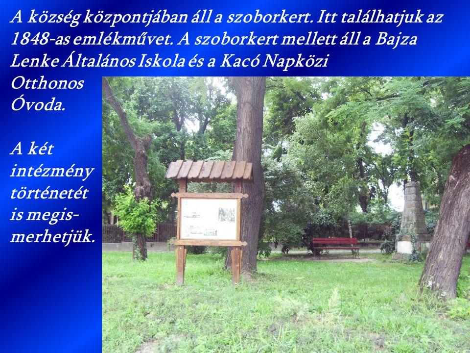 A község központjában áll a szoborkert. Itt találhatjuk az 1848-as emlékművet. A szoborkert mellett áll a Bajza Lenke Általános Iskola és a Kacó Napkö