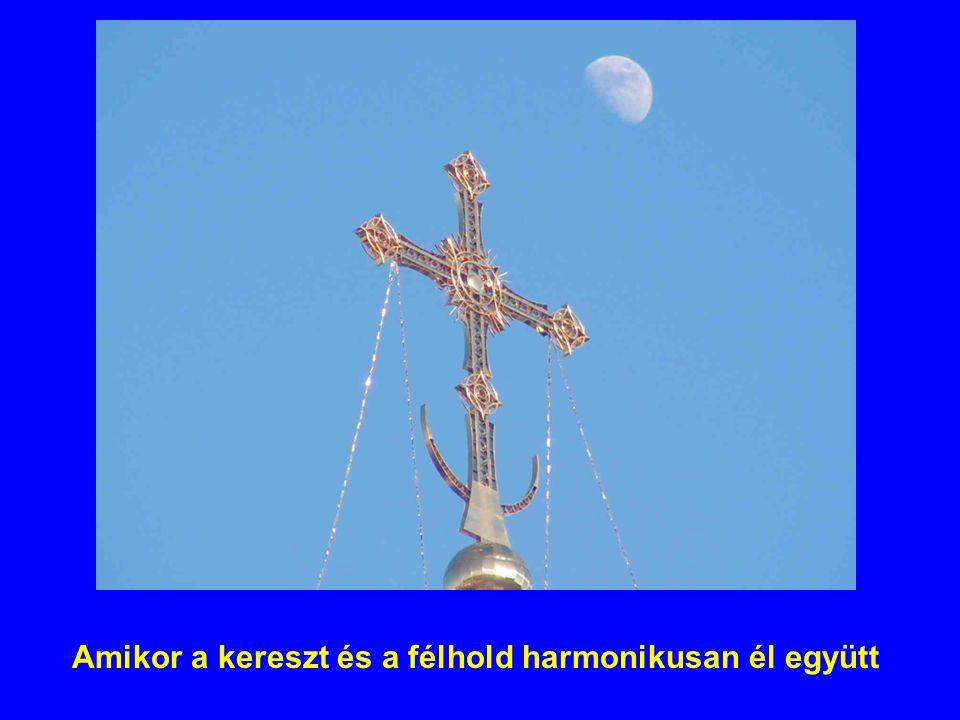 Amikor a kereszt és a félhold harmonikusan él együtt